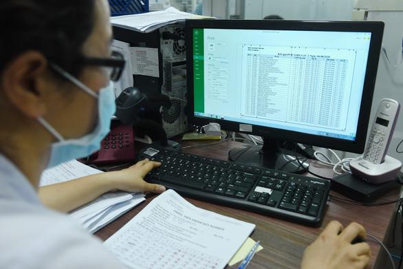 Lọt bệnh nhân COVID-19: Giảm áp lực xét nghiệm ra sao? - Ảnh 3.