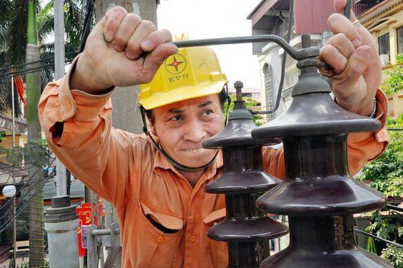 1 tháng giảm gần 280 tỉ đồng tiền điện cho 2,3 triệu dân ảnh hưởng COVID-19 - Ảnh 1.
