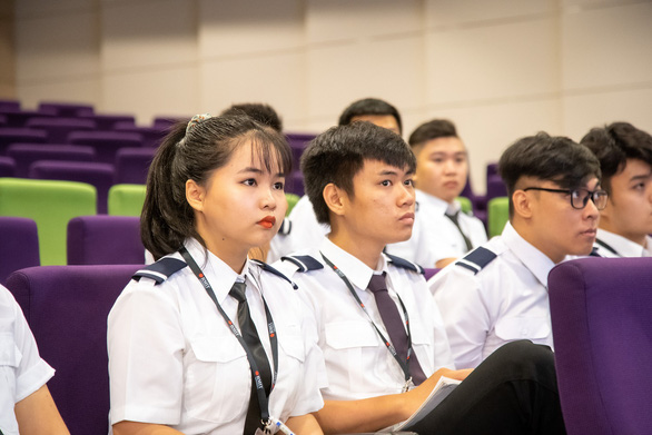 Học viên phi công phải học trực tuyến tại Việt Nam do COVID-19 - Ảnh 1.