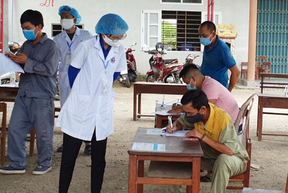 Huế chi viện 40 y bác sĩ hỗ trợ Đà Nẵng chống dịch - Ảnh 1.