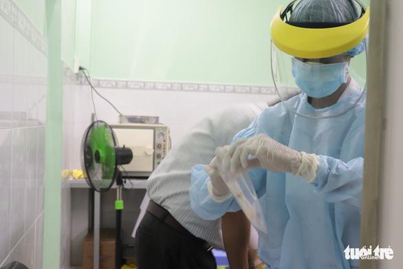 Đề nghị Đà Nẵng hỗ trợ xét nghiệm COVID-19 cho du khách trước khi về TP.HCM - Ảnh 1.