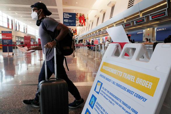 Mỹ dỡ bỏ cảnh báo công dân không đi ra nước ngoài - Ảnh 1.
