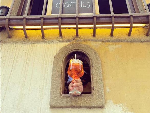 Ý khôi phục hố rượu vang thời Phục hưng để phục vụ thực khách thời COVID-19 - Ảnh 3.