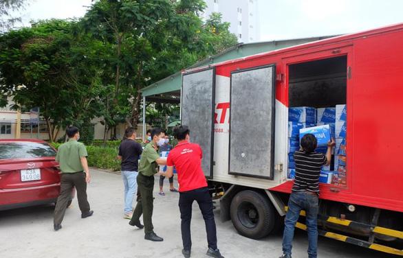 Chuyển phát nhanh J&T Express tiếp sức cho y bác sĩ Đà Nẵng - Ảnh 1.