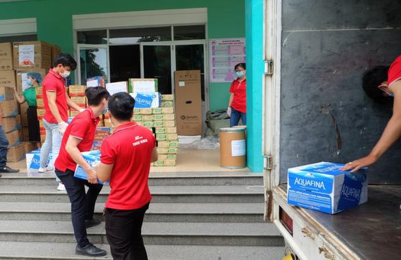 Chuyển phát nhanh J&T Express tiếp sức cho y bác sĩ Đà Nẵng - Ảnh 2.