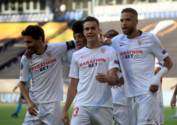 Sao mượn từ Real Madrid tỏa sáng giúp Sevilla đi tiếp ở Europa League - Ảnh 1.
