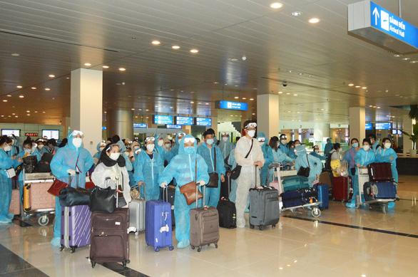 ĐBSCL tiếp nhận cách ly 309 công dân từ Singapore về nước - Ảnh 1.