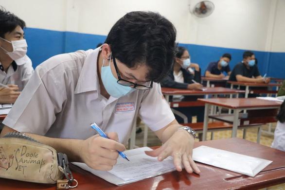 Thí sinh bắt đầu làm thủ tục thi tốt nghiệp THPT, kỳ thi chưa từng có - Ảnh 30.