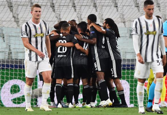 Ronaldo ghi hai bàn, Juventus vẫn bị Lyon loại ở Champions League - Ảnh 1.