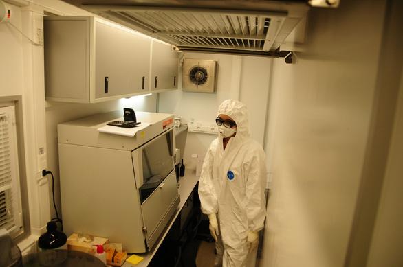 Bên trong cỗ máy xét nghiệm COVID-19 của Trung tâm Nhiệt đới Việt - Nga - Ảnh 2.