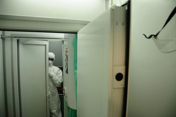Bên trong cỗ máy xét nghiệm COVID-19 của Trung tâm Nhiệt đới Việt - Nga - Ảnh 5.