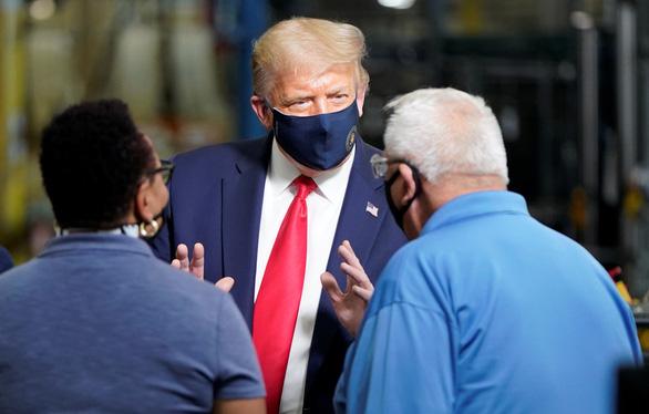 Ông Trump chơi tới, gì cũng làm miễn là thắng cử? - Ảnh 1.