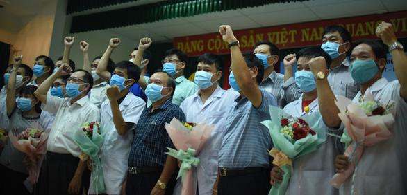 Thêm 10 cán bộ y tế từ Bình Định chi viện Quảng Nam chống dịch - Ảnh 1.