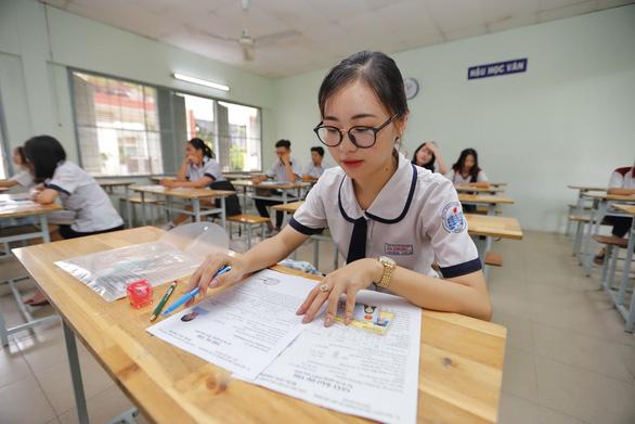 Sáng nay 9-8, hơn 870.000 thí sinh thi môn văn tốt nghiệp THPT - Ảnh 1.