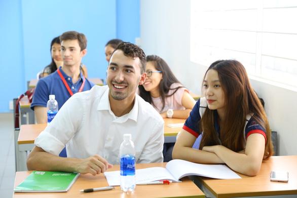 UEF và câu chuyện chăm sóc sinh viên - Ảnh 1.
