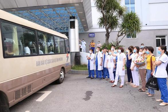 38 bác sĩ, điều dưỡng Phú Thọ vào Quảng Nam chia lửa - Ảnh 1.