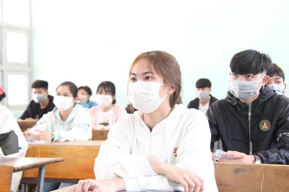 Thí sinh bắt đầu làm thủ tục thi tốt nghiệp THPT, kỳ thi chưa từng có - Ảnh 10.