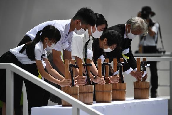 Nagasaki tổ chức tưởng niệm 75 năm thảm họa bom nguyên tử - Ảnh 4.