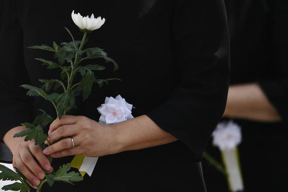 Nagasaki tổ chức tưởng niệm 75 năm thảm họa bom nguyên tử - Ảnh 6.