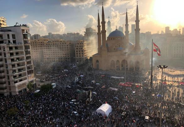 Người biểu tình Beirut chiếm trụ sở các bộ của Lebanon - Ảnh 1.