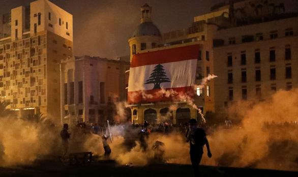 Người biểu tình Beirut chiếm trụ sở các bộ của Lebanon - Ảnh 2.