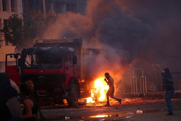Người biểu tình Beirut chiếm trụ sở các bộ của Lebanon - Ảnh 6.