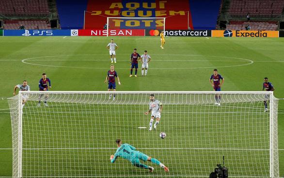 Messi ghi bàn tuyệt đẹp, Barcelona hạ Napoli vào tứ kết Champions League - Ảnh 4.