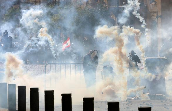 Người biểu tình Beirut chiếm trụ sở các bộ của Lebanon - Ảnh 4.