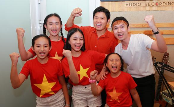 Hồng Vân, Dương Triệu Vũ, Phi Nhung... cùng Nguyễn Văn Chung hướng về Đà Nẵng - Ảnh 8.