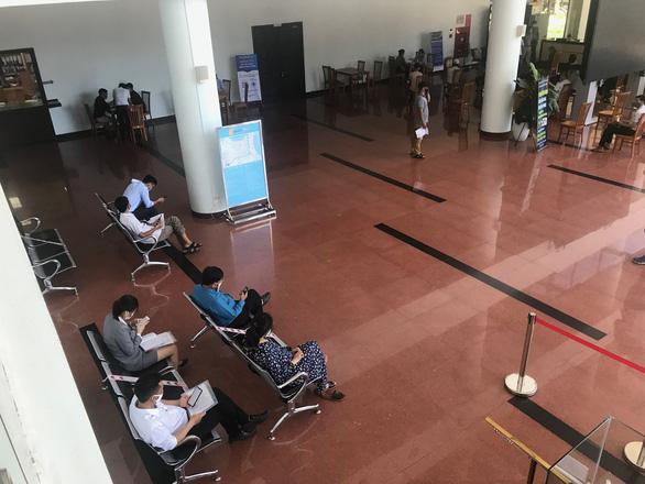 Cán bộ làm việc tại tòa nhà Trung tâm Hành chính TP Đà Nẵng dương tính với virus SARS-CoV-2 - Ảnh 1.