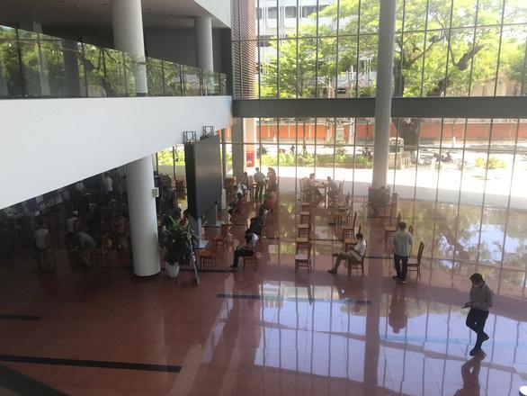 Cán bộ làm việc tại tòa nhà Trung tâm Hành chính TP Đà Nẵng dương tính với virus SARS-CoV-2 - Ảnh 2.