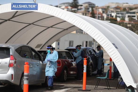 Úc lần đầu tiên rơi vào suy thoái sau 30 năm - Ảnh 1.