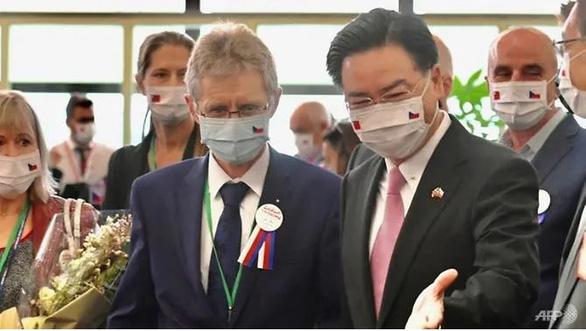Czech triệu tập đại sứ Trung Quốc để phản đối phát ngôn của ông Vương Nghị - Ảnh 1.