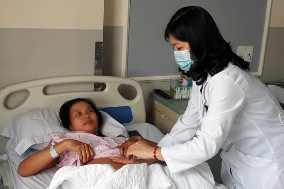 Bóc tách khối u to như thai nhi 30 tuần cho bệnh nhân nữ - Ảnh 1.