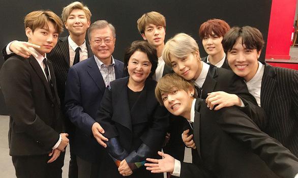 Tổng thống Hàn Quốc ca ngợi BTS làm nên lịch sử khi thành quán quân Billboard - Ảnh 1.
