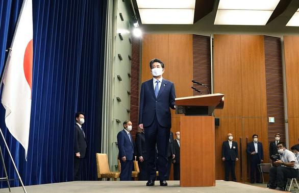 Thách thức chờ người kế nhiệm ông Abe - Ảnh 1.