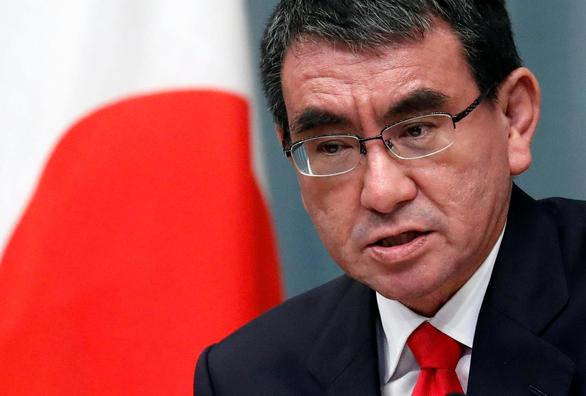 Cánh tay phải ông Abe rộng đường tân thủ tướng - Ảnh 1.