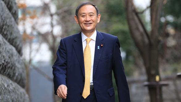 Cánh tay phải ông Abe rộng đường tân thủ tướng - Ảnh 2.