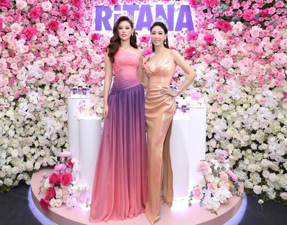 2 hoa hậu làm đại sứ thương hiệu cho RiTANA - Ảnh 1.