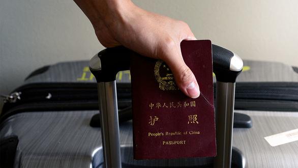 Mỹ tước 1.000 thị thực công dân Trung Quốc dính líu quân đội Trung Quốc - Ảnh 1.
