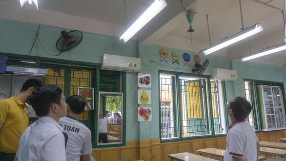 Quạt trần bung cánh trong lớp học, một học sinh tiểu học nhập viện - Ảnh 2.