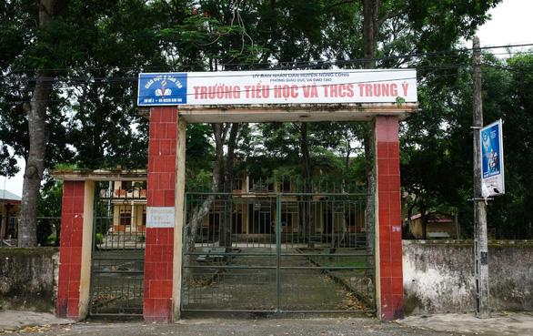 Vụ phản đối sáp nhập trường ở Thanh Hóa: Phụ huynh chọn điểm trường cho con - Ảnh 1.