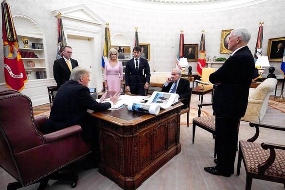 Ông Trump đá xoáy nhà báo lớn của Mỹ viết sách chân dung mình - Ảnh 2.