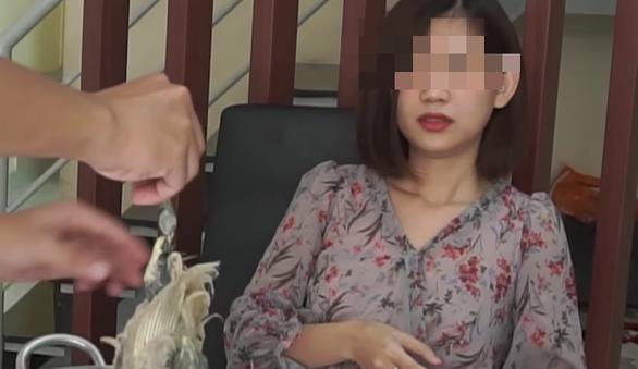 Trước Hưng Vlog, nhiều YouTuber đã nấu cháo gà, bồ câu nguyên lông đầy phản cảm - Ảnh 3.