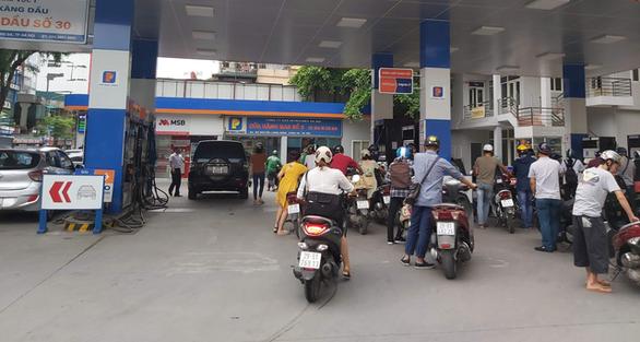 Đồng loạt giảm giá bán lẻ xăng dầu - Ảnh 1.