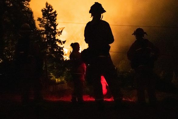 Năm 2020 chưa qua, California đã chịu 6 trận cháy rừng lớn nhất lịch sử - Ảnh 1.