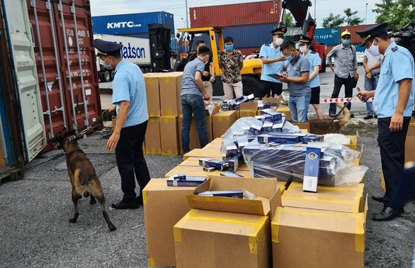 More than 1 million packages of fake cigarettes under the brand 555 - Photo 1.