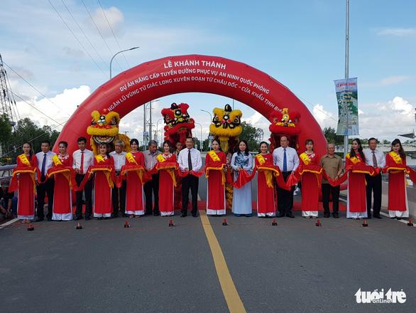 Khánh thành đường 955A gần 1.000 tỉ phục vụ an ninh quốc phòng - Ảnh 1.
