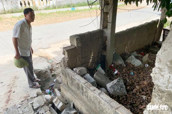 Tường đổ đè chết học sinh: 'Trường biết tường hư hỏng nhưng chưa có tiền sửa' - Ảnh 3.