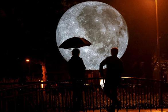 NASA trả tiền cho các công ty khai thác tài nguyên trên Mặt trăng - Ảnh 1.